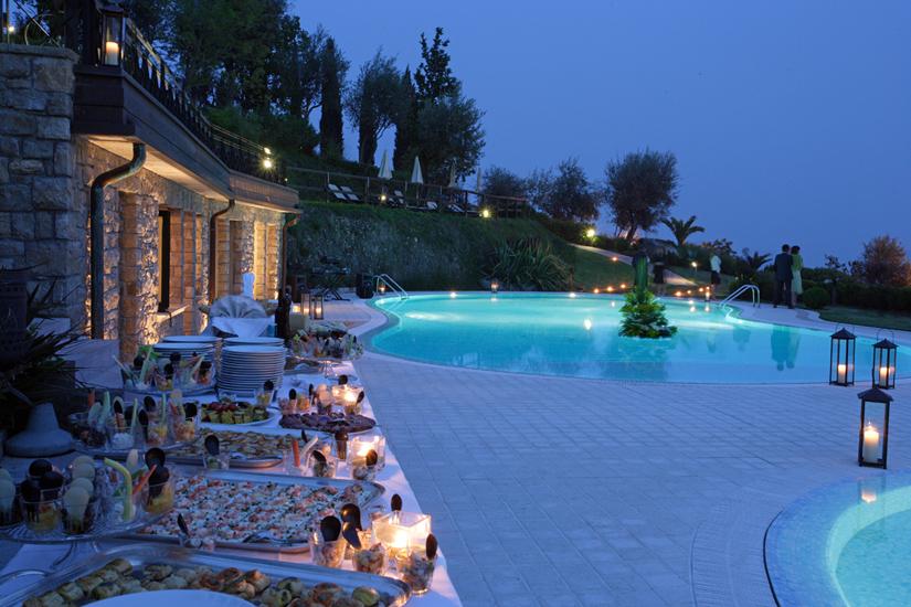 Residence borgo degli ulivi in gardone riviera aan het for Appartamenti in affitto lago di garda capodanno